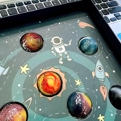 Socola Valentine Vũ trụ diệu kỳ-Hộp 12 viên tươi