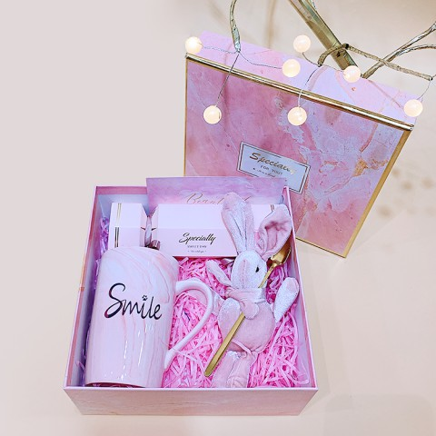 Quà tặng lưu niệm Small gift big smile - Món quà nhỏ niềm vui lớn