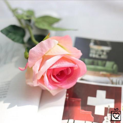 Bông hoa hồng lụa