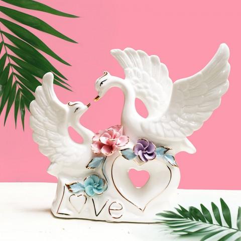 Đôi Thiên Nga gốm sứ chữ Love - Hạnh phúc viên mãn