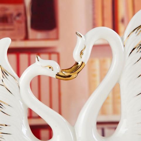 Đôi Thiên Nga gốm sứ trắng kết hình trái tim