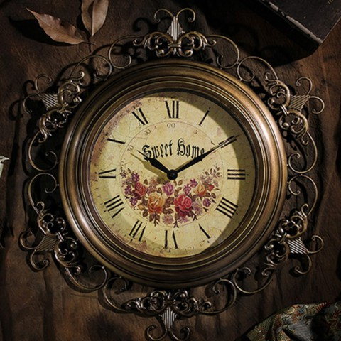 Đồng hồ treo tường phong cách retro hoàng gia