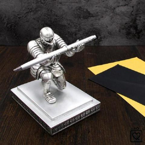 Giá đỡ bút ký kiêm chặn giấy hiệp sĩ Knight bạc - Kèm bút bi kim loại