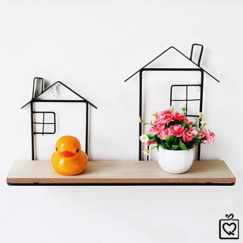 Giá gỗ treo tường viền kim loại hình ngôi nhà