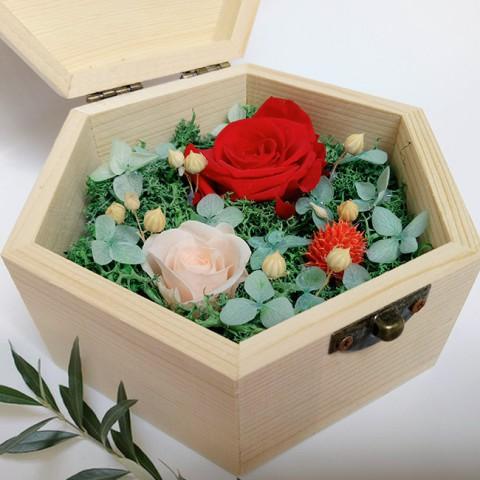 Hoa hồng bất tử hộp gỗ lục giác - Hồng đỏ