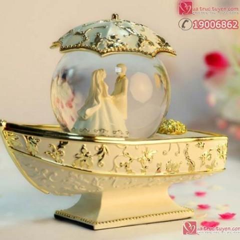hop-nhac-qua-cau-pha-le-thuyen-vang-uyen-uong-60314-01