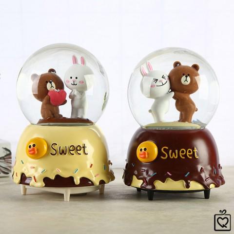 Hộp nhạc quả cầu Tình yêu gấu Line