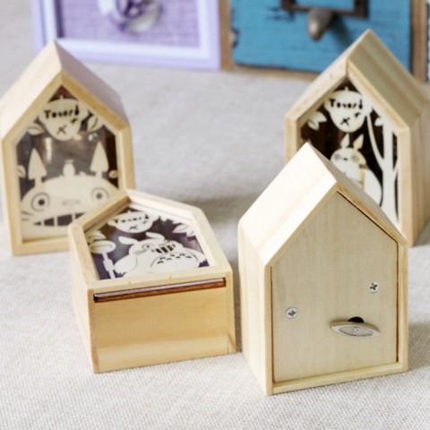 Hộp nhạc gỗ dây cót hình ngôi nhà của Totoro