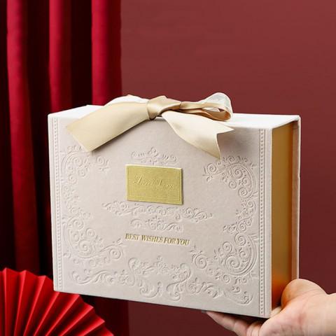 Hộp đựng quà phủ nhung cỡ nhỏ 19x13x7cm