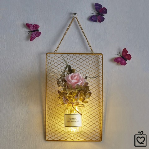 Khung lưới kèm lọ hoa khô đèn Led treo tường
