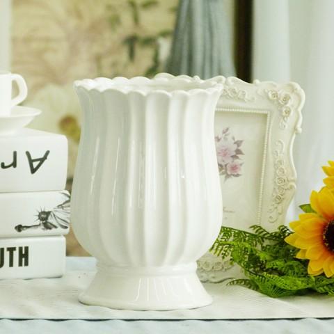 Lọ hoa gốm sứ dáng cúp phong cách Châu Âu cổ điển