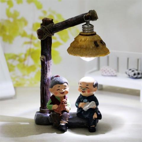 Tượng ông bà - Tâm sự dưới cột đèn
