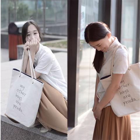 Túi vải đeo vai Tote chữ Prada