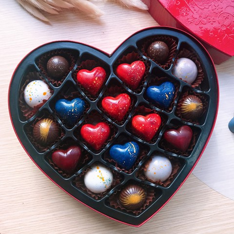 Quà tặng Socola LuvChocolate Lời tỏ tình từ trái tim - Hộp tim 19 viên