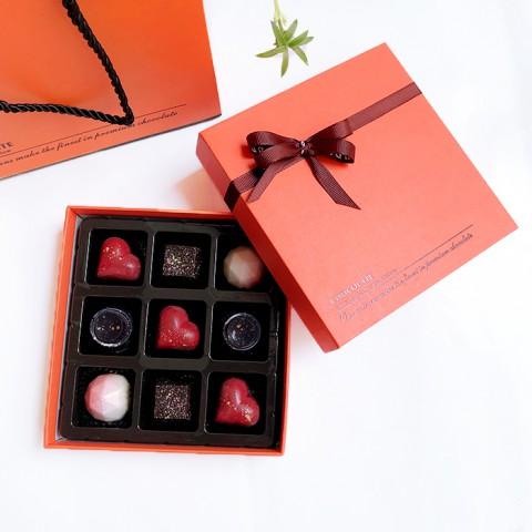 Socola Valentine Trái Tim Thổn Thức - Hộp quà 9 viên tươi 10x10