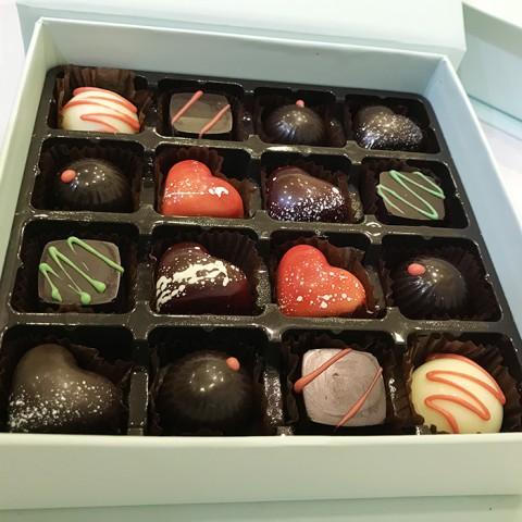 Socola Valentine Hành trình tình yêu - Hộp 16 viên tươi