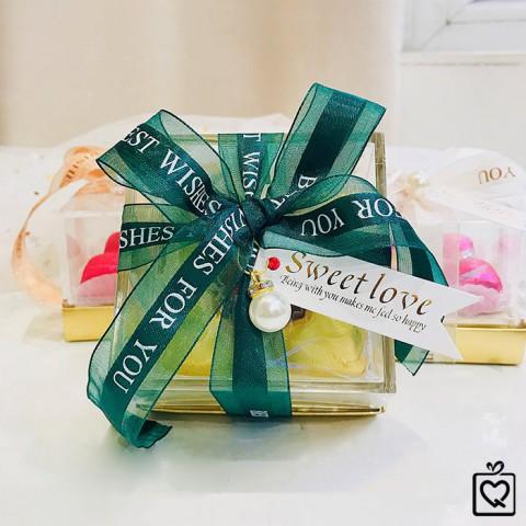 Quà tặng Socola LuvChocolate Trái Tim Vàng Son - Hộp trong suốt 5 viên