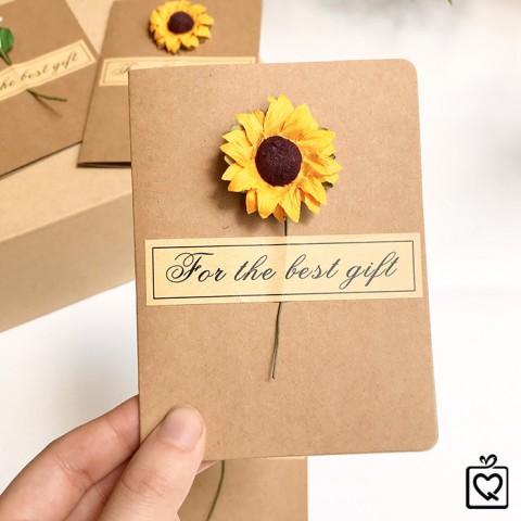 Thiệp Kraft gắn hoa vintage