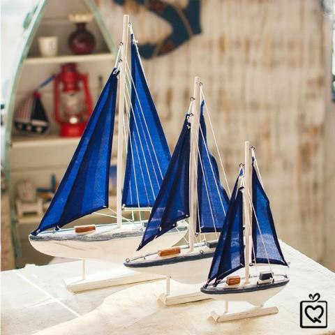 Thuyền buồm phong cách địa trung hải xanh