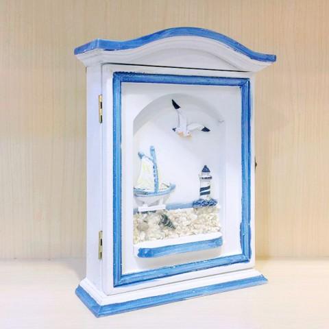 Tủ gỗ treo chìa khóa ngôi nhà của biển