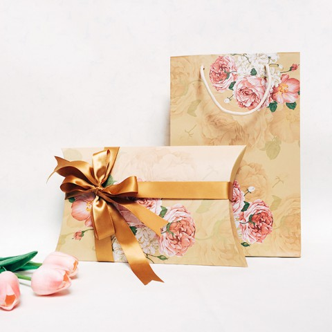 Hộp đựng quà kèm túi hoa vintage
