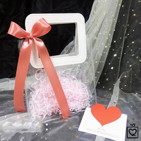Túi đựng quà trong suốt quai da kèm nơ, giấy rơm
