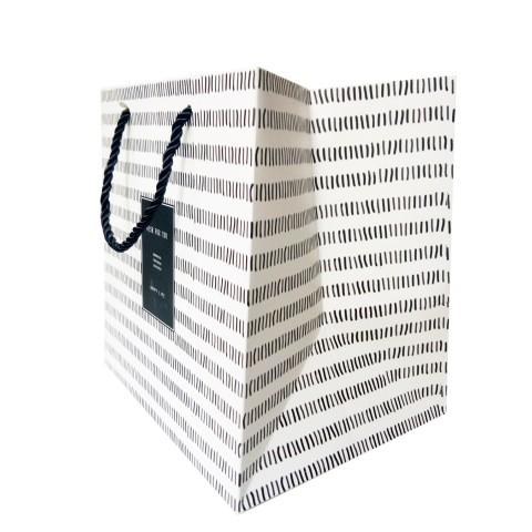 Túi giấy đựng quà kẻ đen trắng