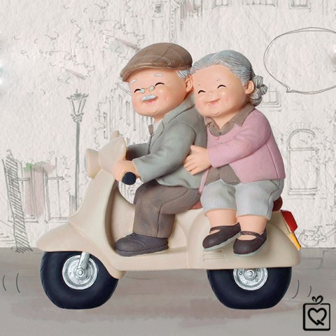 Tượng ông bà - đi xe máy