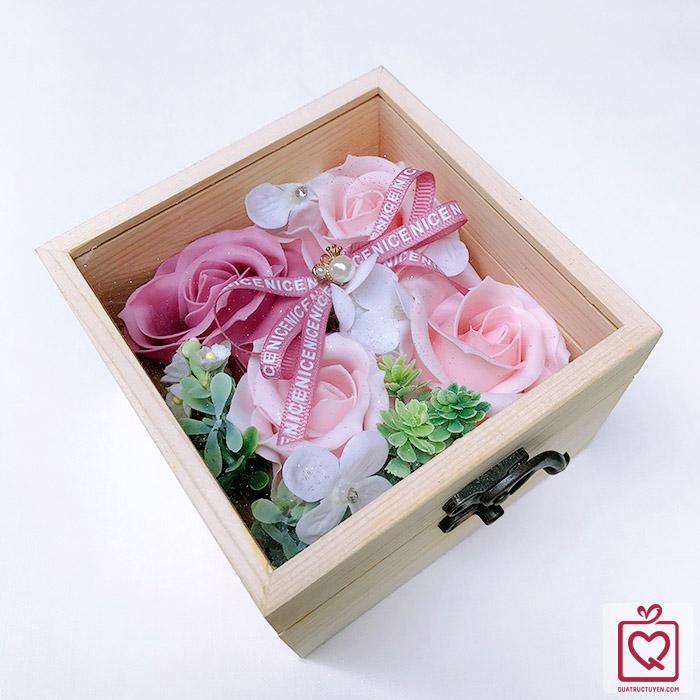 Hoa hồng sáp thơm hộp gỗ vuông