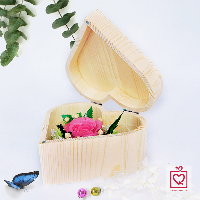 hoa hồng bất tử hộp gỗ trái tim hồng phấn