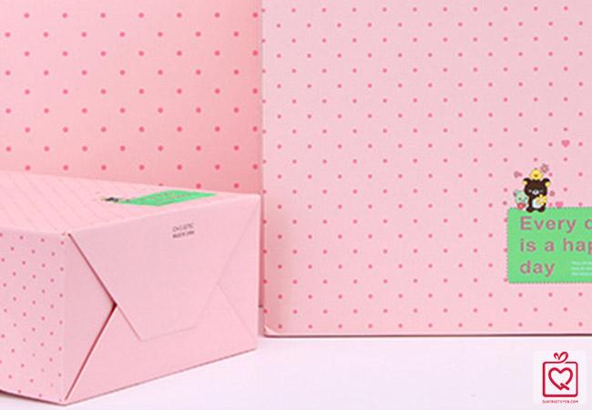 Túi giấy đựng quà chấm bi hồng