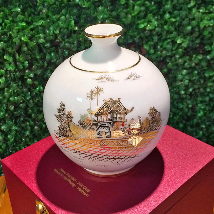 Lọ địa cầu sứ vẽ vàng cảnh chùa một cột f16-14