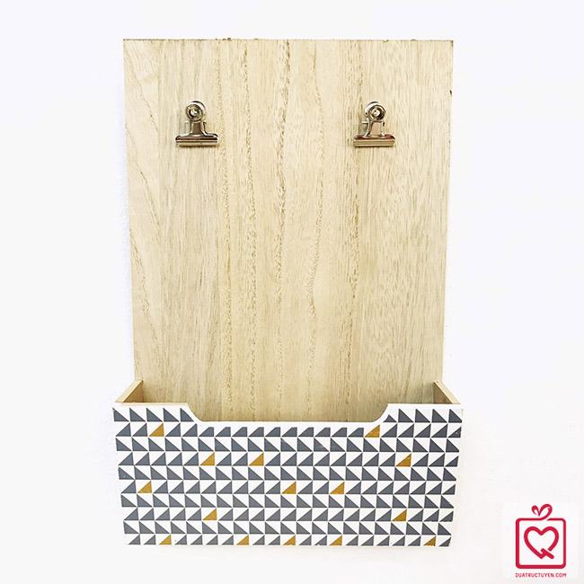 Giá gỗ đựng đồ kèm kẹp ảnh