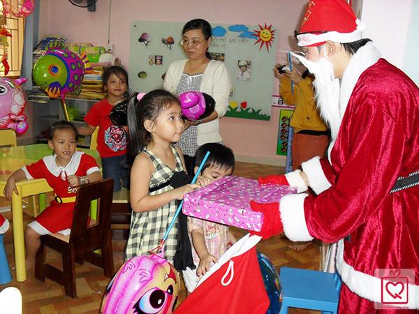 Dịch vụ ông già noel tặng quà tại Hà Nội