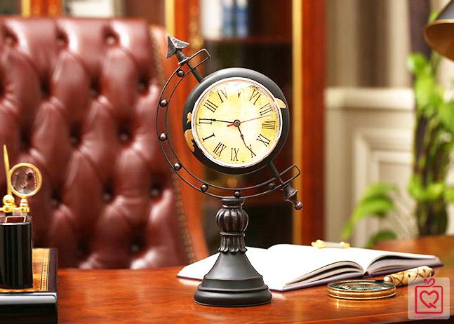 Đồng hồ để bàn địa cầu cổ điển