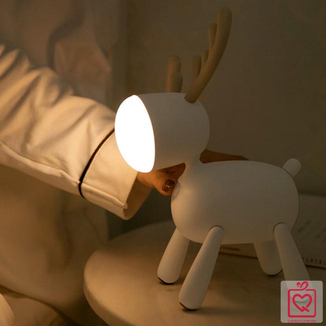 Đèn ngủ để bàn dễ thương - tuần lộc
