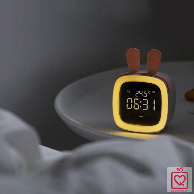 Đồng hồ báo thức đèn Led cute pet TV