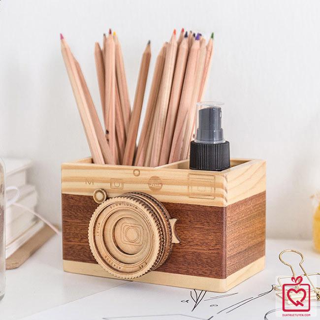 Ống đựng bút hình máy ảnh gỗ