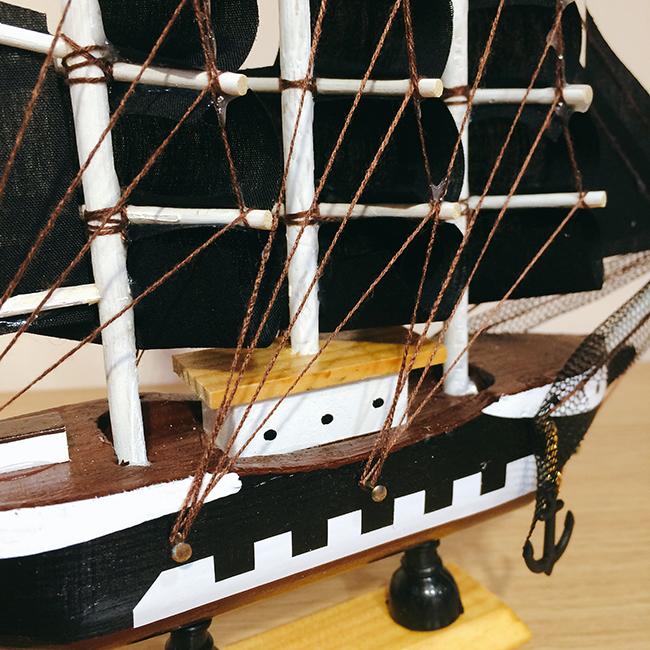 Mô hình thuyền hải tặc