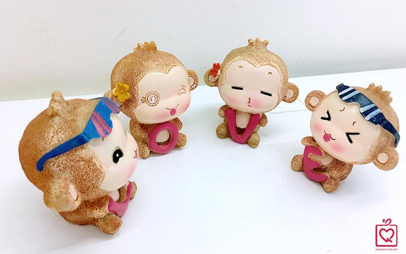 khi-om-chu-love