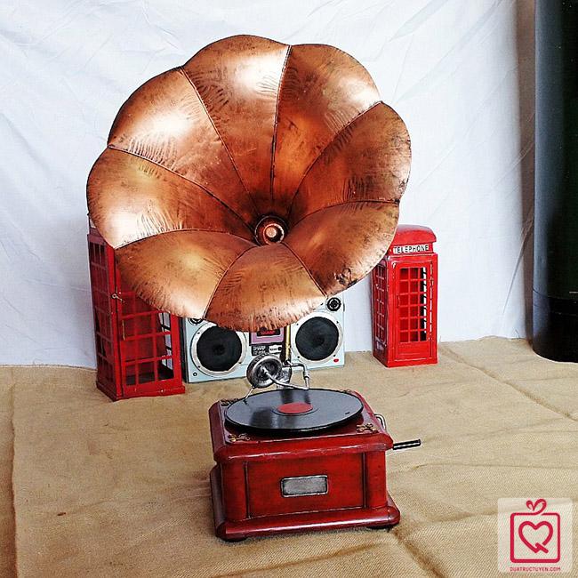 mô hình máy hát loa kèn cổ
