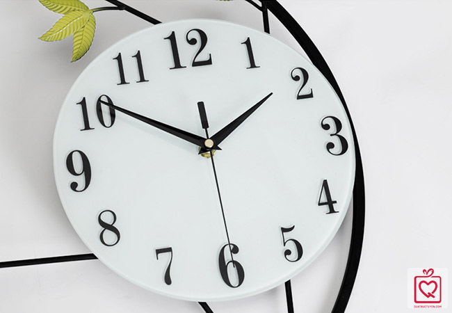 Đồng hồ treo tường chim trên cành lá