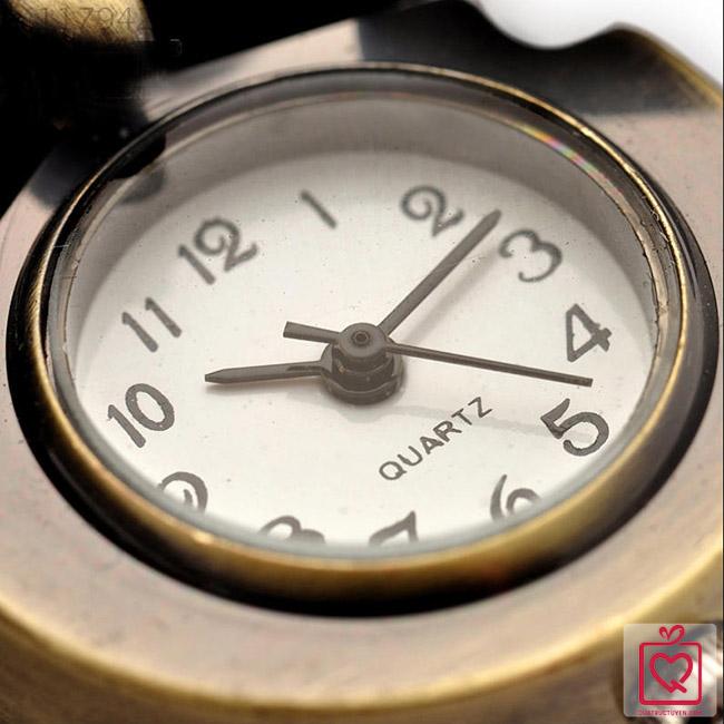 Đồng hồ hình cú