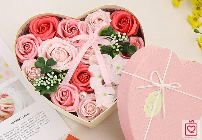 Hoa hồng sáp hộp trái tim