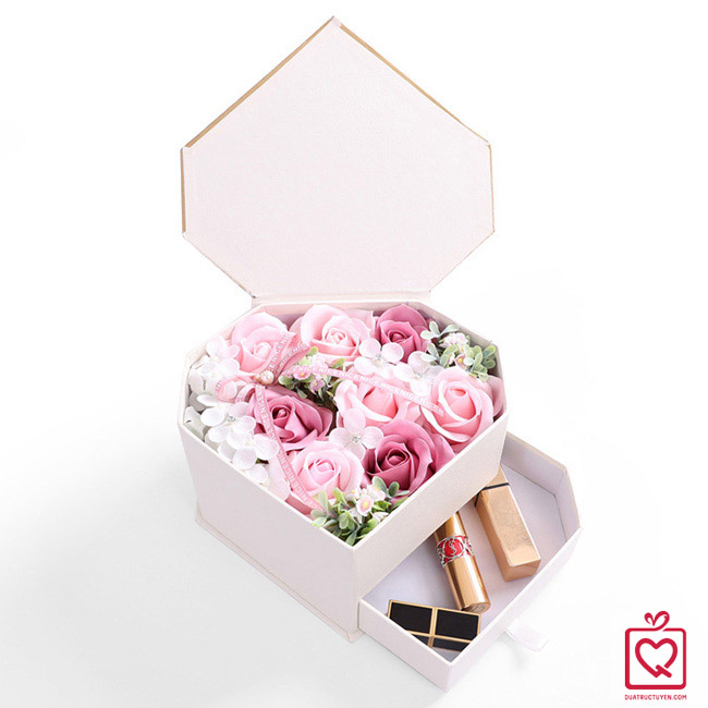 Hộp hoa sáp trái tim