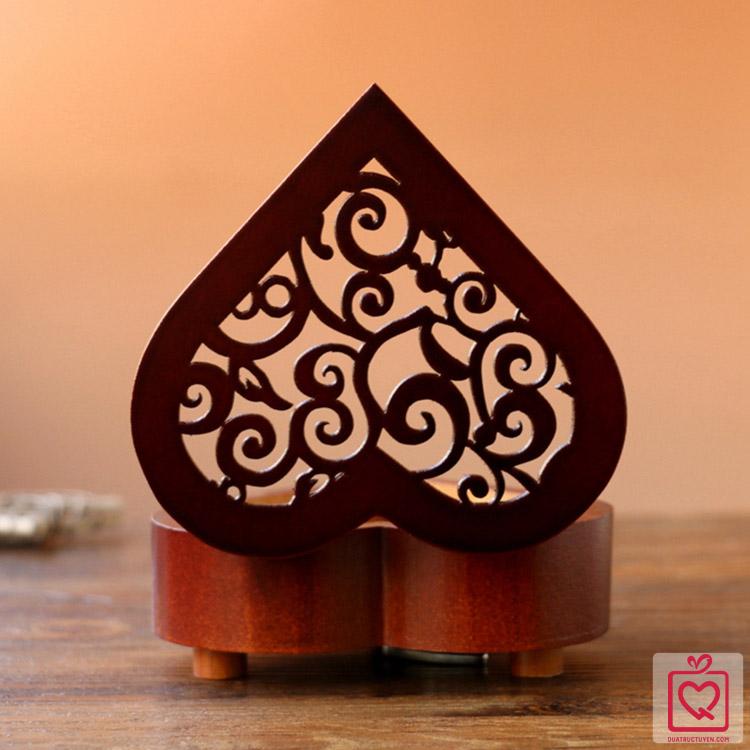 hộp nhạc gỗ hình trái tim