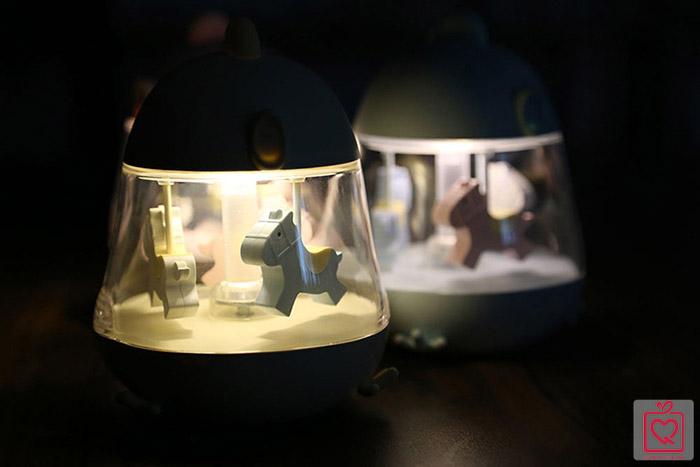 Hộp nhạc đèn led vòng quay ngựa gỗ
