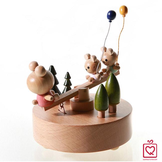 Hộp nhạc gỗ gấu bập bênh