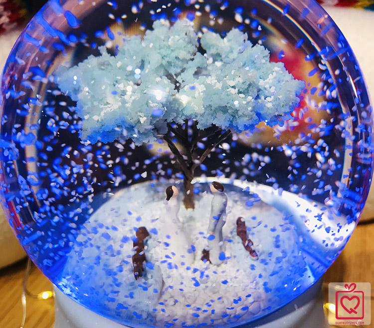 hộp nhạc quả cầu tuyết chuyện tình hoa anh đào