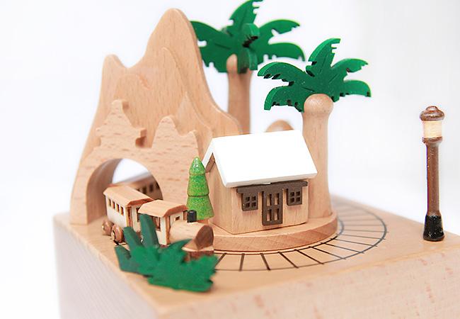 Hộp nhạc gỗ tàu về quê hương